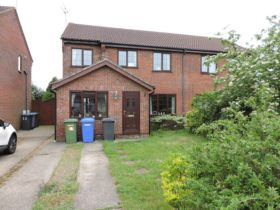 4 bedroom Semi-Detached to rent
